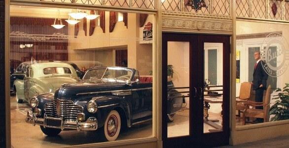 Her er vårt showroom med veteranbiler og bryllupsbiler til leie